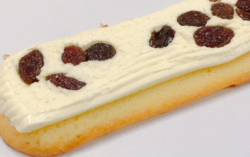 ファミマの香ばしいクッキーのクリームサンド(レーズン)