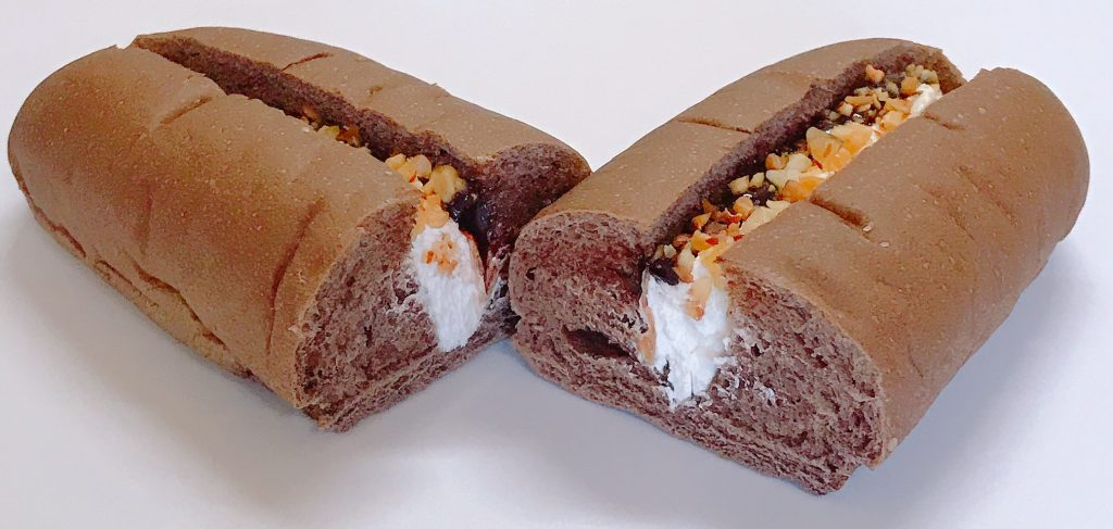 ファミマのホイップ&チョコロール