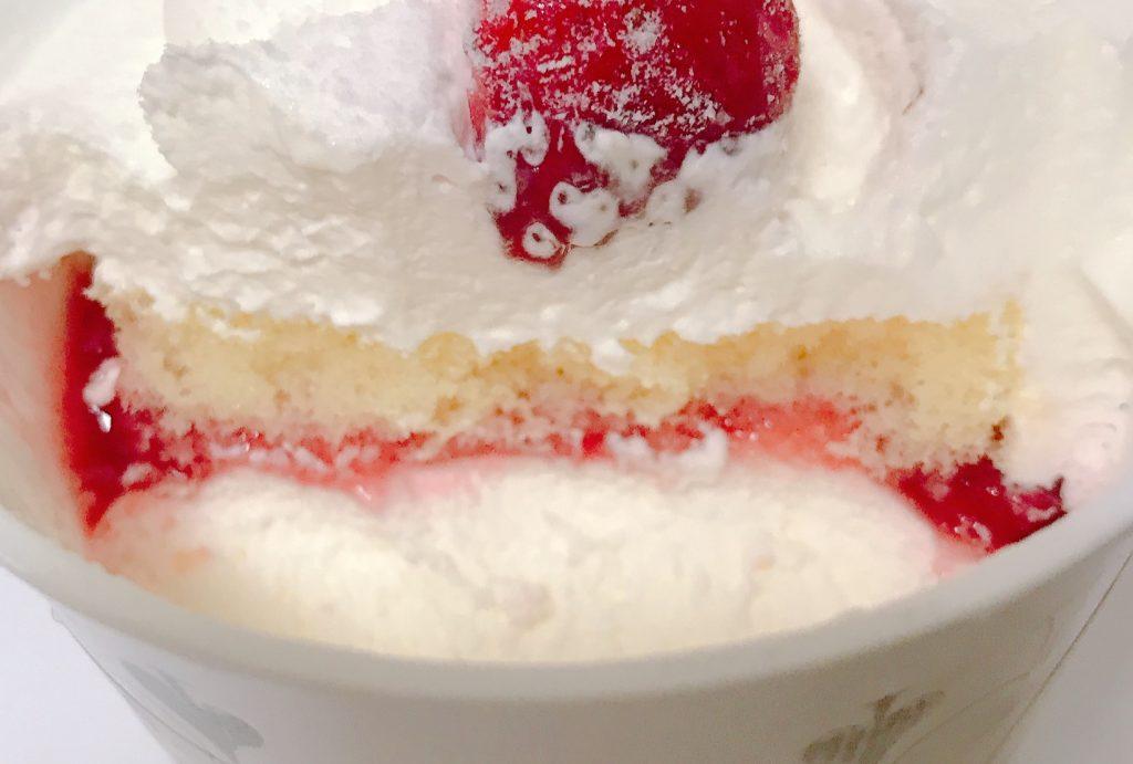 ローソンのカプケ とろけるクリームの苺ショート