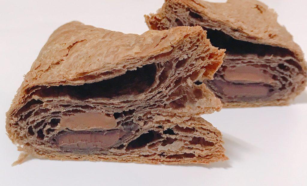ファミリーマートの三角チョコパイ