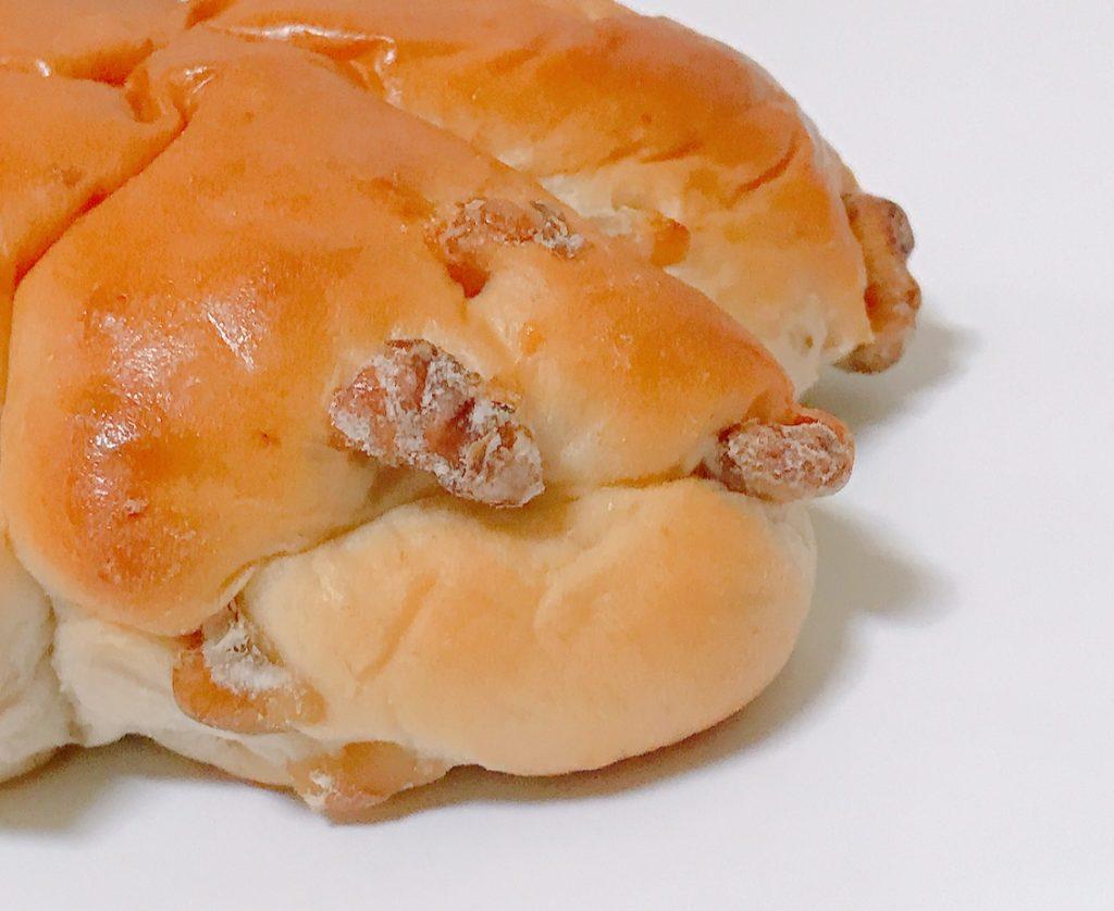 ファミマのもちもちくるみパン