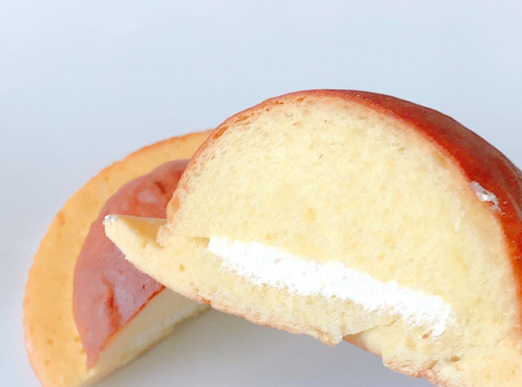セブンのホイップクリームが入ったブールパン